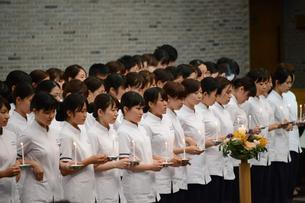 "平和を求める祈り Students say the ""Prayer of St. Francis"""