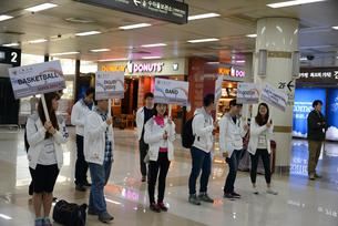 Sogang students welcomed the Sophia members at the airport- Thank you!